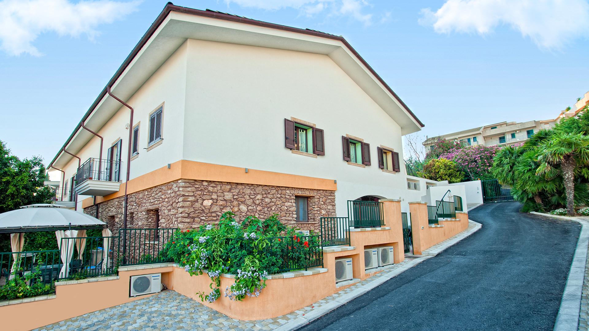 Casale la zagara appartamenti in affitto e casa vacanza for Case arredate in affitto sciacca